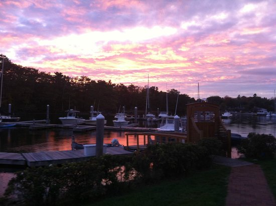 Yachtsman Lodge & Marina: A beautiful October sunset enjoyed from the terrace