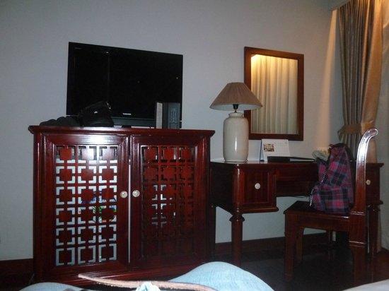 Lan Vien Hotel Hanoi : Meubles et parquet en acajou massif