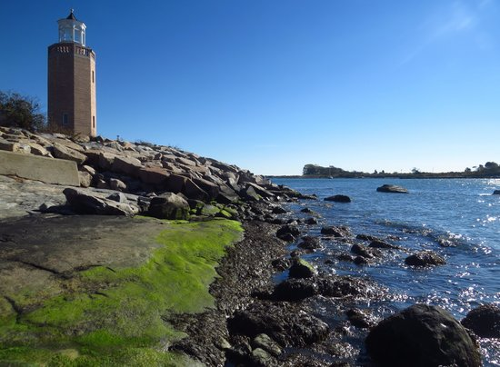 Avery Point Light : A view from the beach