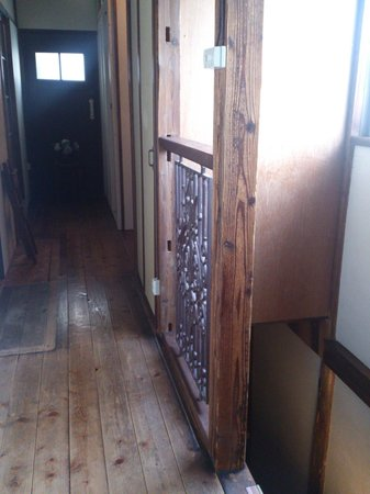 Nikko Guesthouse Sumica : the floor and stairs