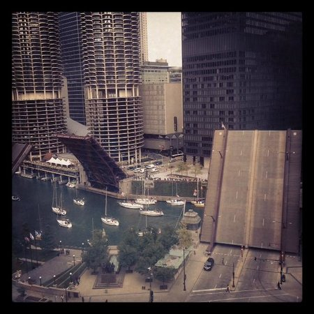 Kimpton Hotel Monaco Chicago: My view from river view room on 14th floor