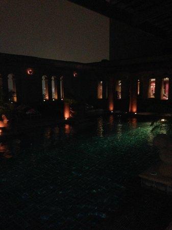 Crowne Plaza Bangkok Lumpini Park: pool