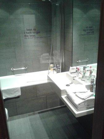 MOODs Boutique Hotel: Bagno (con bidet!!!!)