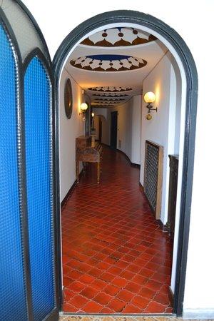 Il Saraceno Grand Hotel: corridoio