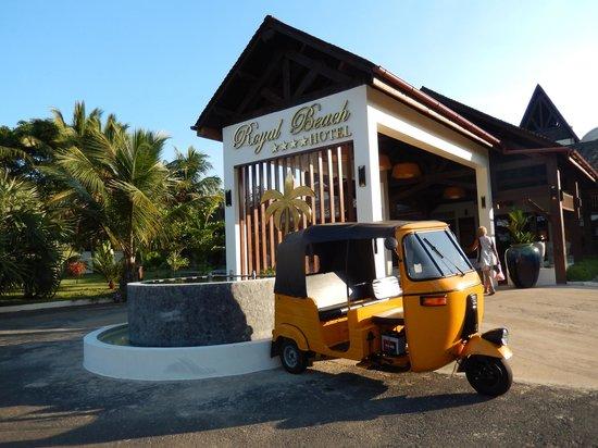 Royal Beach Hotel : Entrée de l'hotel !