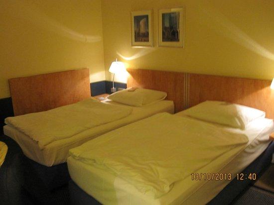 Mercure Hotel & Residenz Frankfurt Messe: Cuarto, se pueden juntar las camas para hacer una tipo king size.