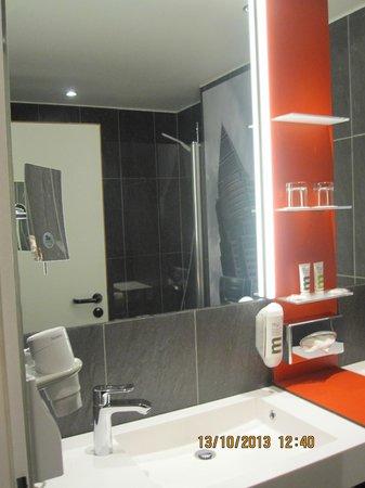 Mercure Hotel & Residenz Frankfurt Messe: Baño del hotel