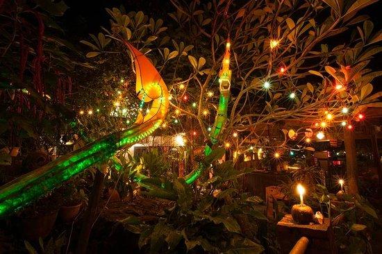 Lao Lao Garden! : Amazing paper snake artwork.