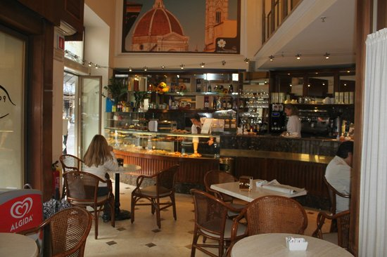 Hotel Laurus al Duomo: Little cafe inside our Hotel