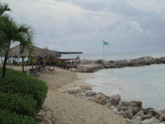 Simpson Bay Resort & Marina: Beach Bar & Grill.