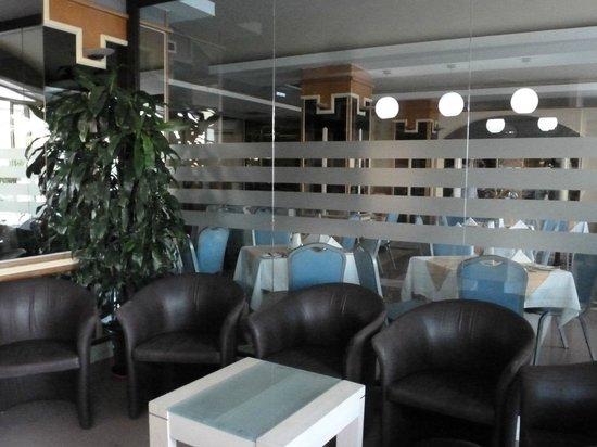 Coral Hotel : hotel lobby
