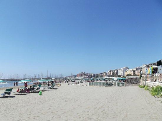 Astura Palace Hotel: Beach near hotel