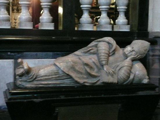 Holy Savior Cathedral (Sint-Salvatorskathedraal): Het is hier goed rusten.