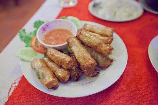 Lap Thao Restaurant : Spring rolls with chicken