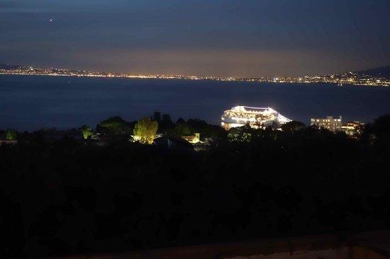 Villa Oriana Relais: night view from hotel