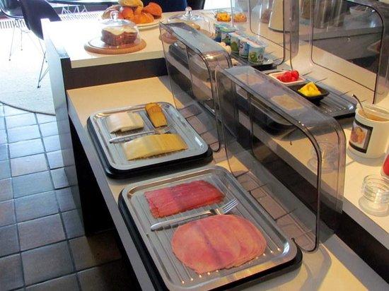 Park Bed & Breakfast: Part of breakfast buffet
