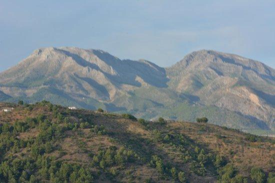 Hotel Cerro de Hijar: View from Cerro de Hijar towards the mountains