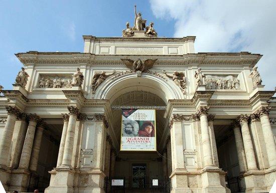 Palazzo delle Esposizioni: Front  - National Geographic 125 banner
