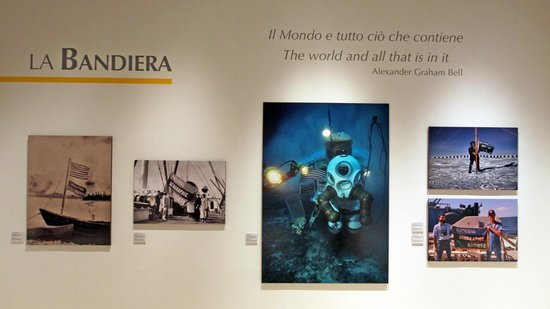Palazzo delle Esposizioni: National Geographic 125 year wall display example