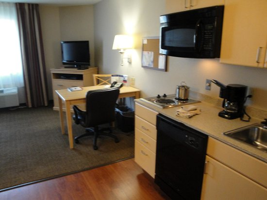 Candlewood Suites Sheridan : The kitchenette of room 302