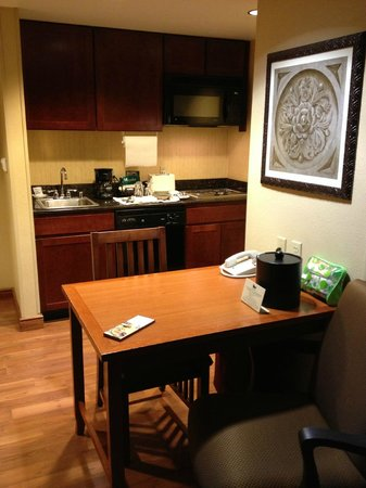 Homewood Suites by Hilton Agoura Hills: Зона кухни