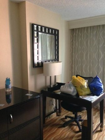 Renaissance Baltimore Harborplace Hotel: Double Bed