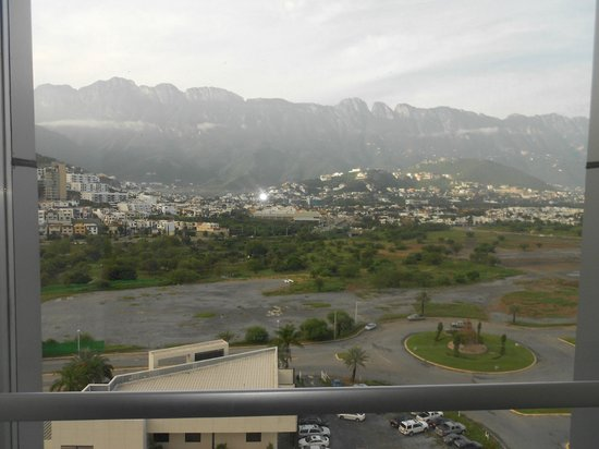 Novotel Monterrey Valle : View from the landing to the elevator