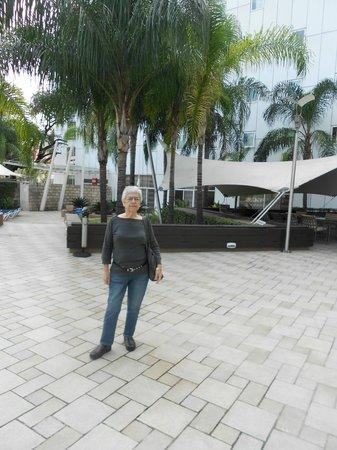Novotel Monterrey Valle: Enjoying the patio outside the dining area