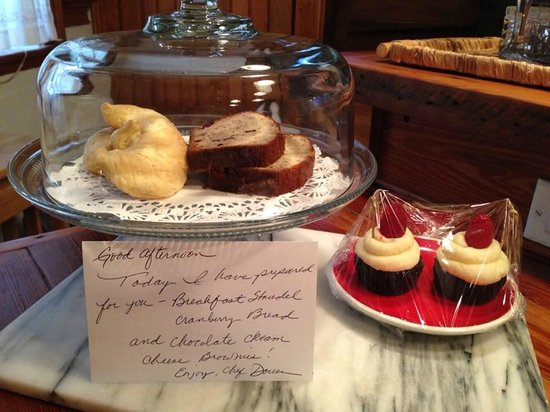 Armstrong Inns Bed and Breakfast : Delicious fresh baked goodies placed in our house daily, the banana cranberry bread - YUM!