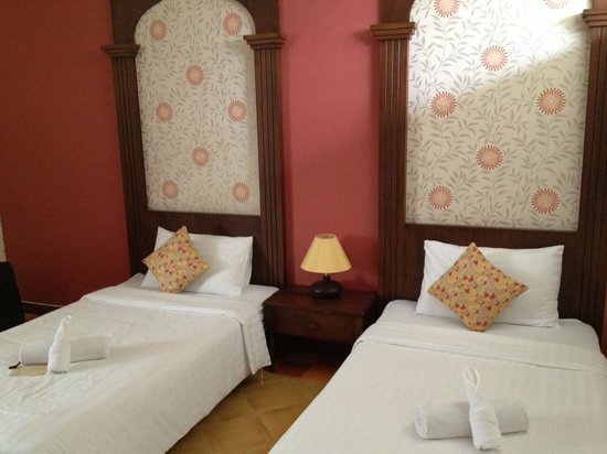 Feung Nakorn Balcony Rooms & Cafe: Twin room