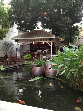 Feung Nakorn Balcony Rooms & Cafe: The pond and bar pt. 2