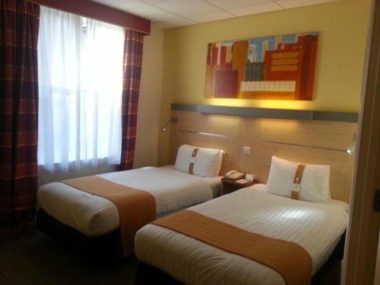 Holiday Inn Express - Edinburgh City Centre : twin beds