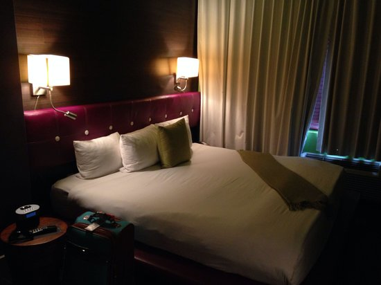 Chesterfield Hotel: Bed area