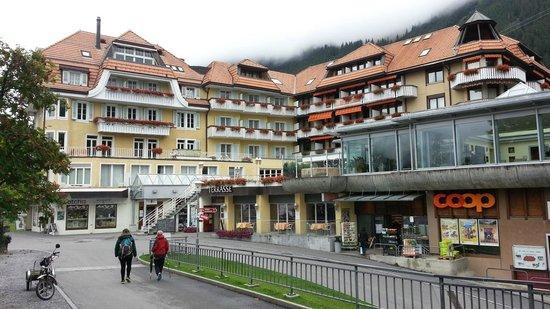 Hotel Silberhorn: From Street Park   - Silberhorn Wengen