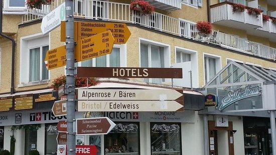 Hotel Silberhorn: Way Signs   - Silberhorn Wengen