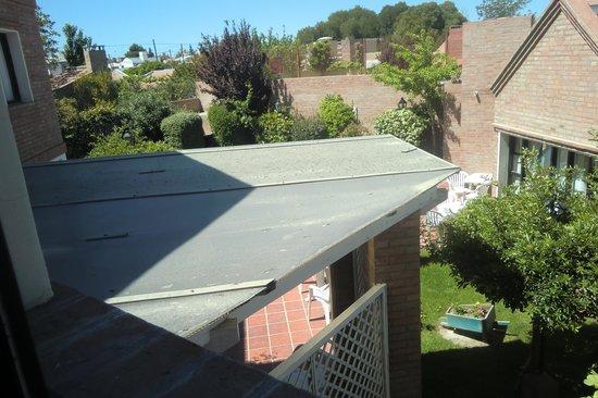 Los Tulipanes: Jardin visto desde la ventana de la Habitacion