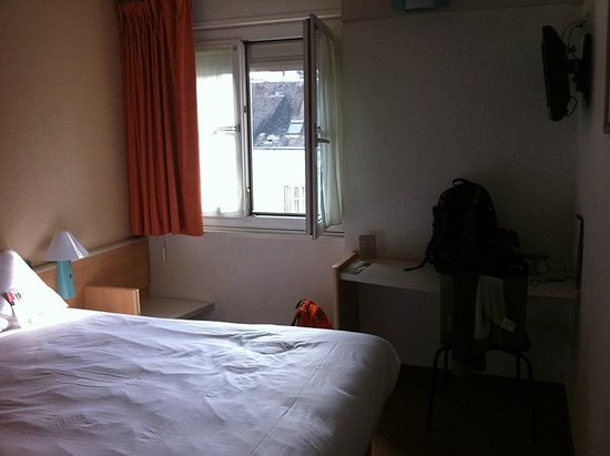 Ibis Blois Centre Chateau : Simple but adequate room