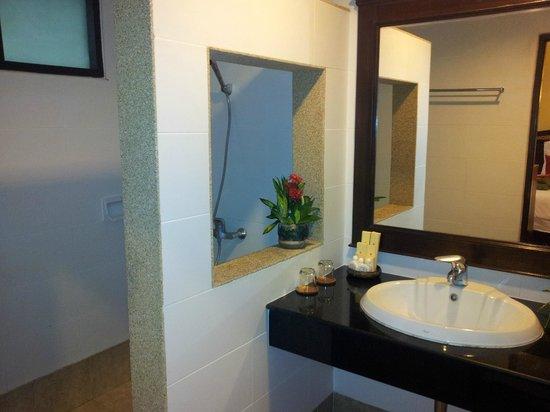 Laluna Hotel and Resort: Baño