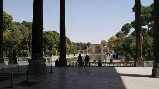 Chehel Sotoun: the pool from the pavilion