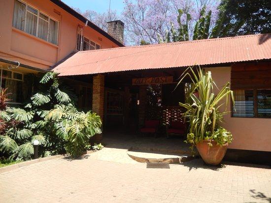 Outpost Lodge : entrance