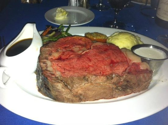 Hugo's Cellar: That boat of au jus remained full- the 24 oz prime rib was just fine without it!
