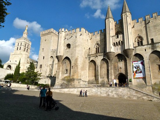 Mercure Pont d'Avignon Centre : Pope's Palace in the 13 Century....5 minute walk from the hotel