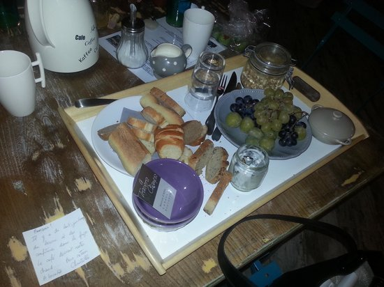 A Travers Champs: Amazing breakfast with personalized note from Christelle