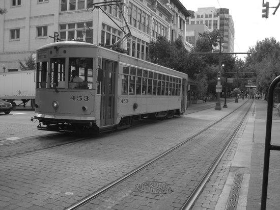 Crowne Plaza Memphis Downtown : Trolley Car