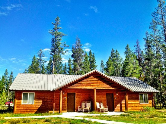 Headwaters Lodge & Cabins at Flagg Ranch: Cabin Exterior (1 room=half of cabin)