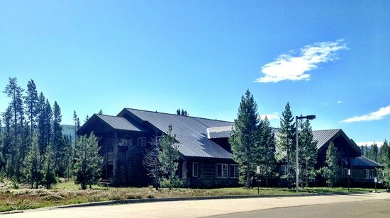Headwaters Lodge & Cabins at Flagg Ranch : Main Lodge