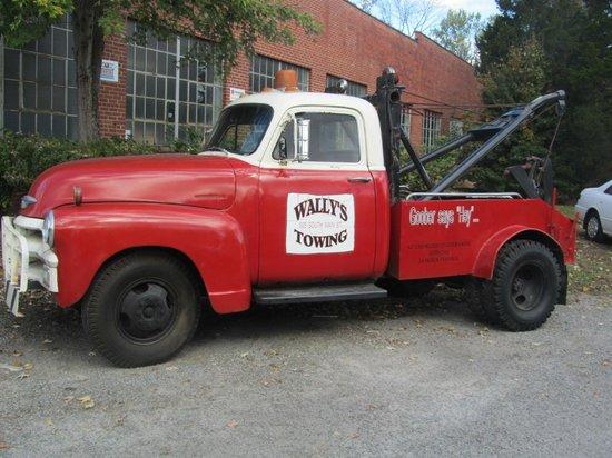 Wally's Service Station : Wally's