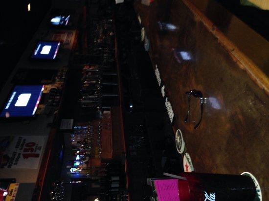 Mannatees Sports Grill: Bar