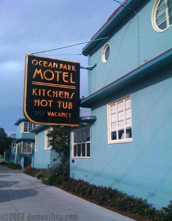 Ocean Park Motel : Wonderful old neon