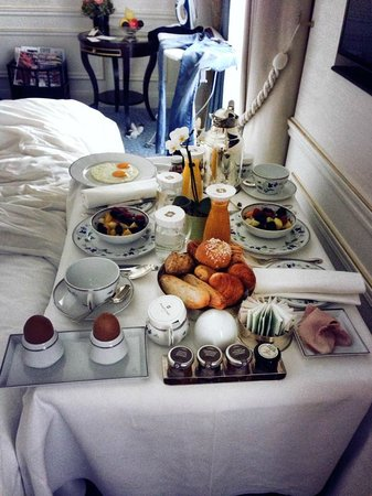 Shangri-La Hotel Paris: American Breakfast room service
